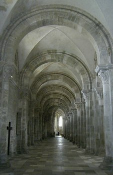 vezelay arches2 web